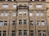 Historische Sandsteinfassade mit Reheuser Denkmalschutzfenster in Nürnberg