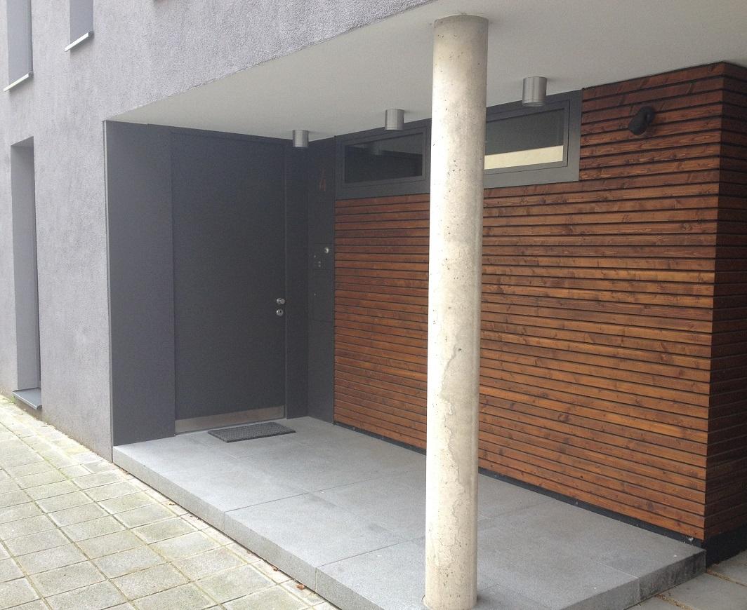 Sch tzen sie ihr zuhause mit einer holzhaust r von reheuser for Hauseingang modern